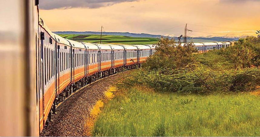 Train-Deccan-Odyssey-nature