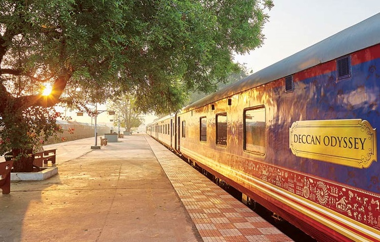 Train-Deccan-Odyssey-quai