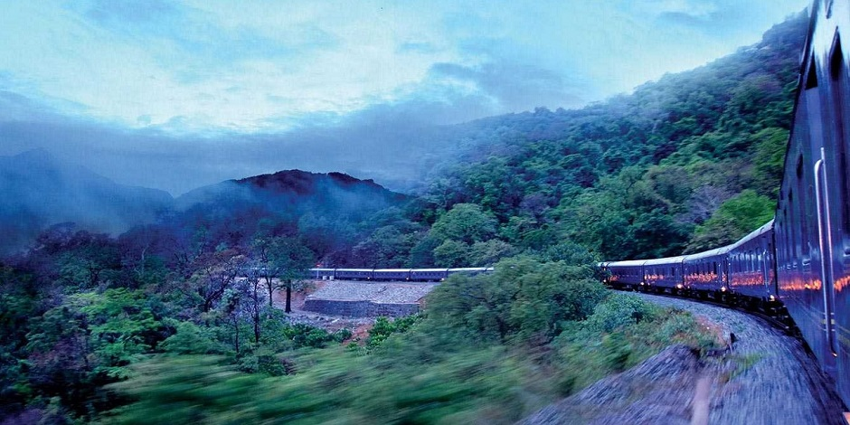 Train Deccan Odyssey en route