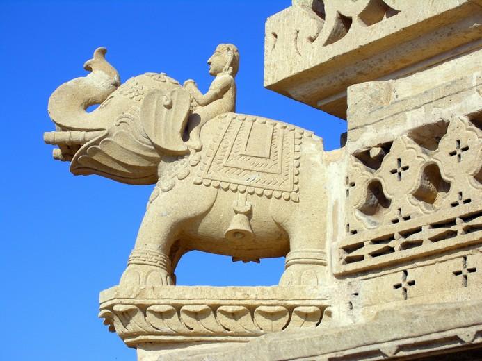 Sculpture d'éléphant en marbre
